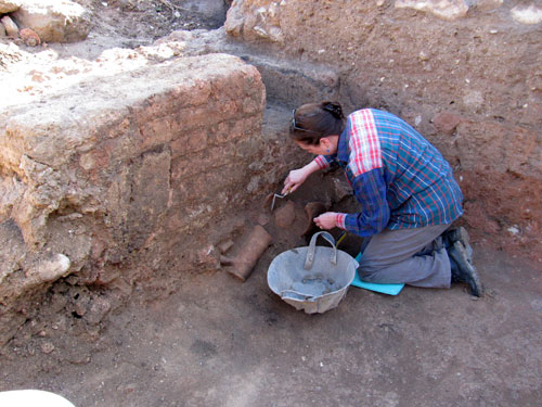 Wendy Reade excavating at Pella, Jordan, in 2011