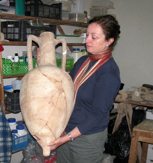 Wendy Reade with the reconstructed Rhodian amphora