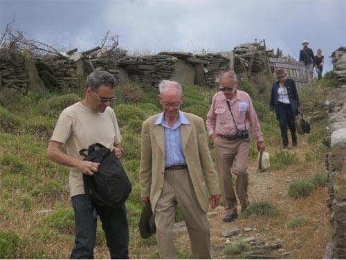 L-R: Stavros Paspalas, Professor Cambitoglou and others returning from Zagora