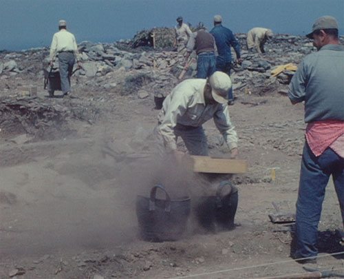 A workman sieving the soil at Zagora, 1967