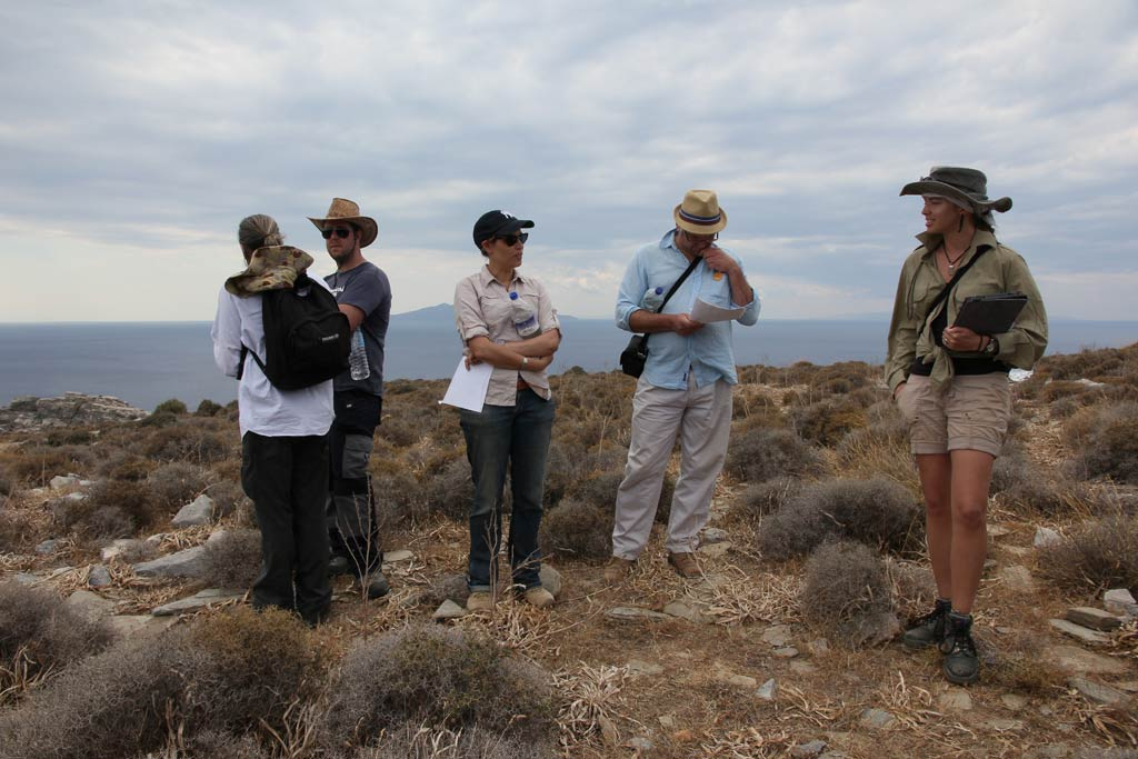 Ivana Vetta discussing her excavation area with the other trench supervisors