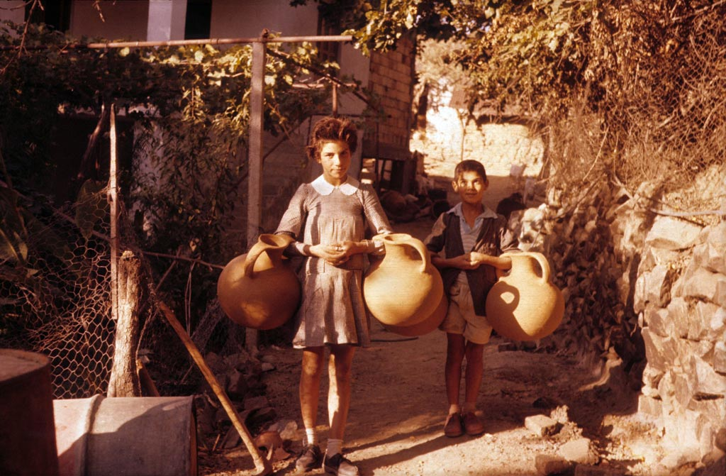 Children with water jars: Heidicon - Roland Hampe archives image id: 132273
