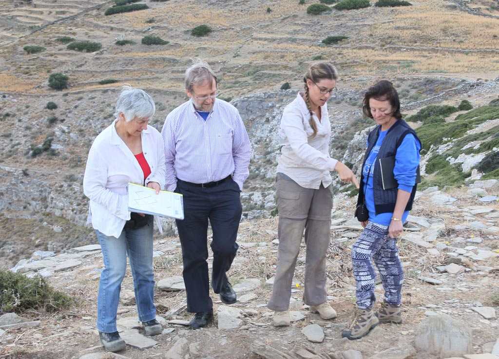 Meg Miller, Jim Coulton, Ivana Vetta and Lesley Beaumont discussing the Zagora trench of which Ivana is supervisor