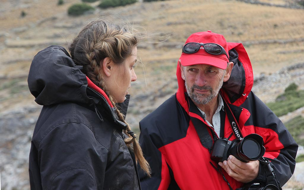 Bob Miller consulting with trench supervisor, Ivana Vetta, at Zagora in 2014